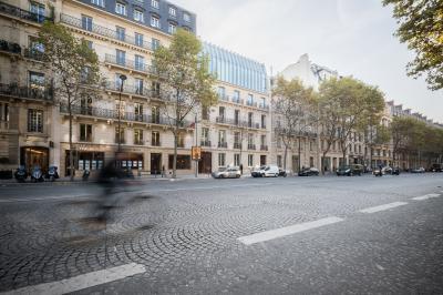 Vue latérale de l'immeuble 141 boulevard Haussmann.