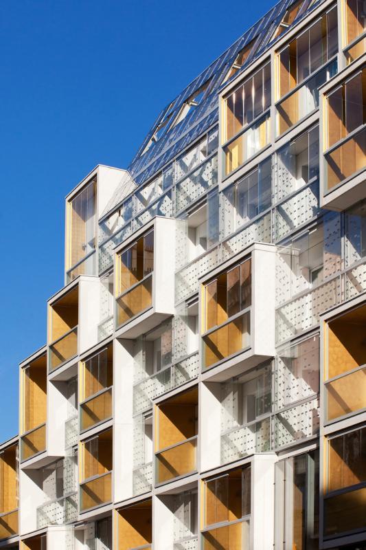 Loggias et balcons orientés sud, donnant sur la rue Riquet.