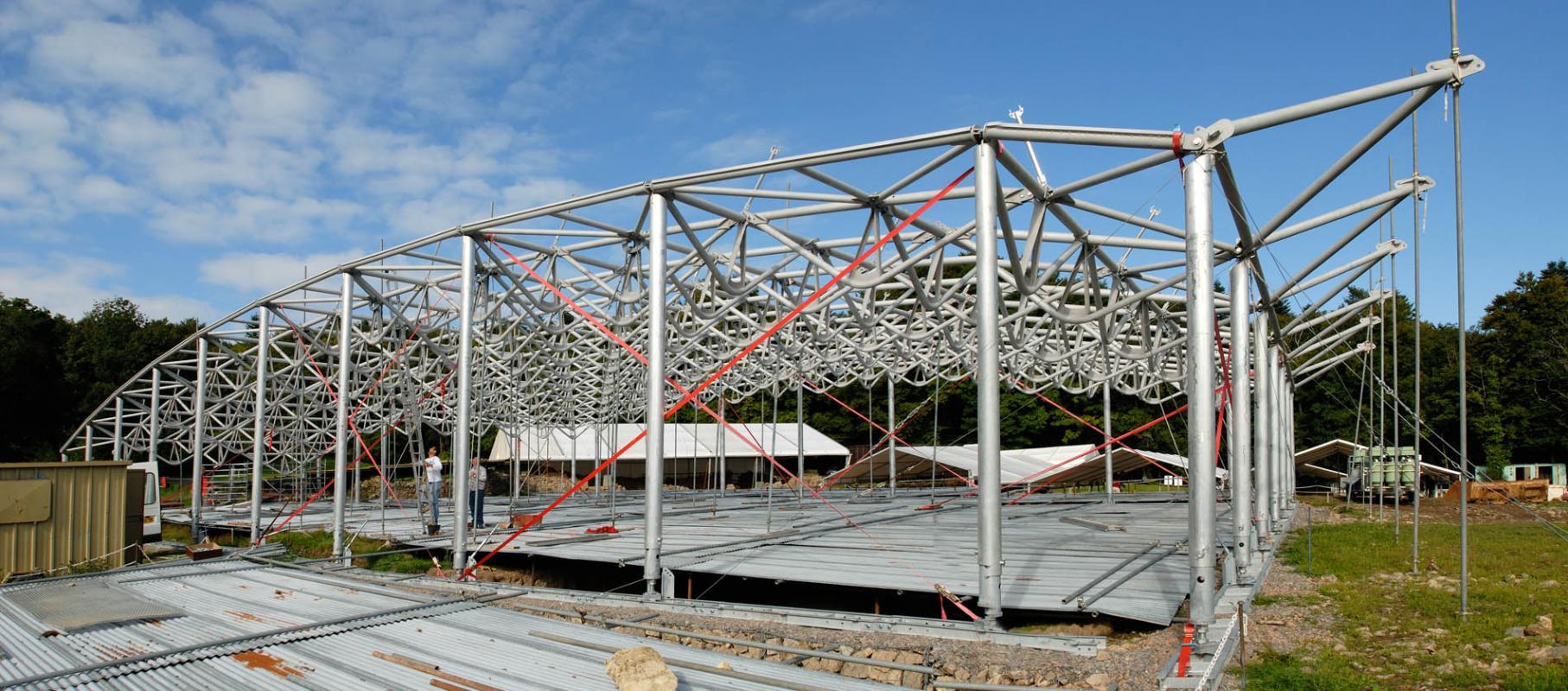 La structure en cours de montage.