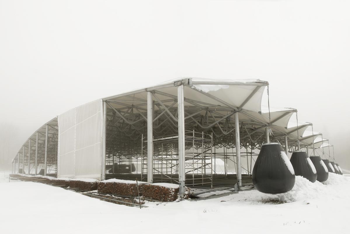 Couverture du site de fouilles archéologiques de Bibracte sous la neige