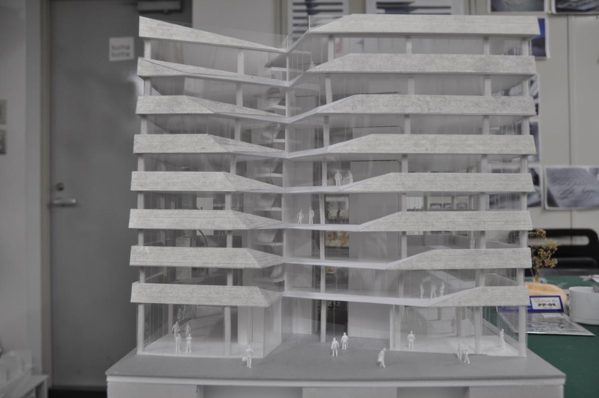 La maquette du bâtiment de bureaux, à l'angle de l'îlot.