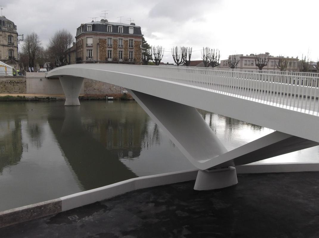 Pile de pont en V