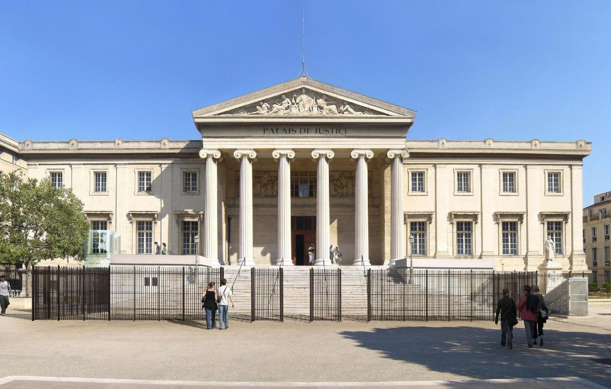 Façade principale du Palais de Justice de Marseille.