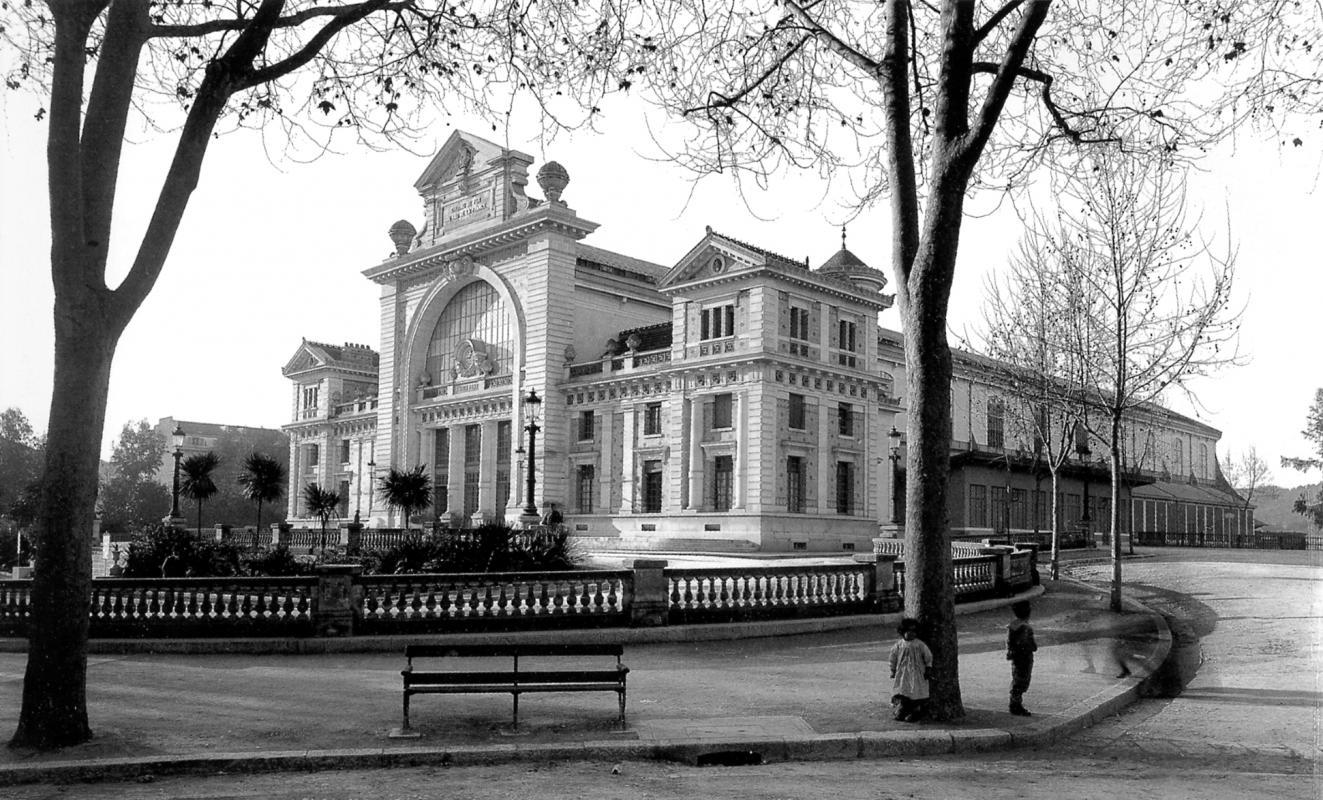 Façade de la gare en 1900.