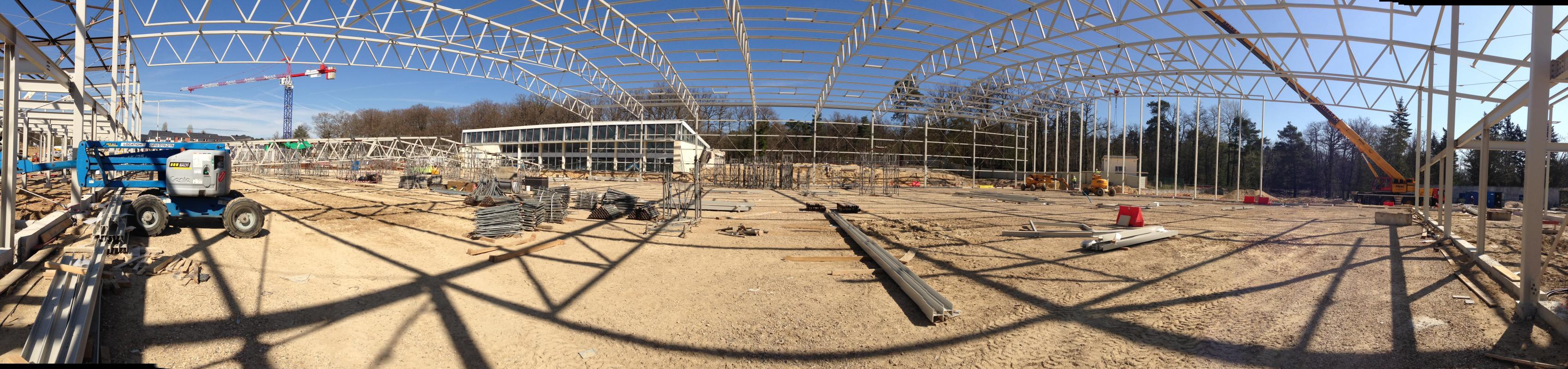 Panoramique d'une halle en chantier