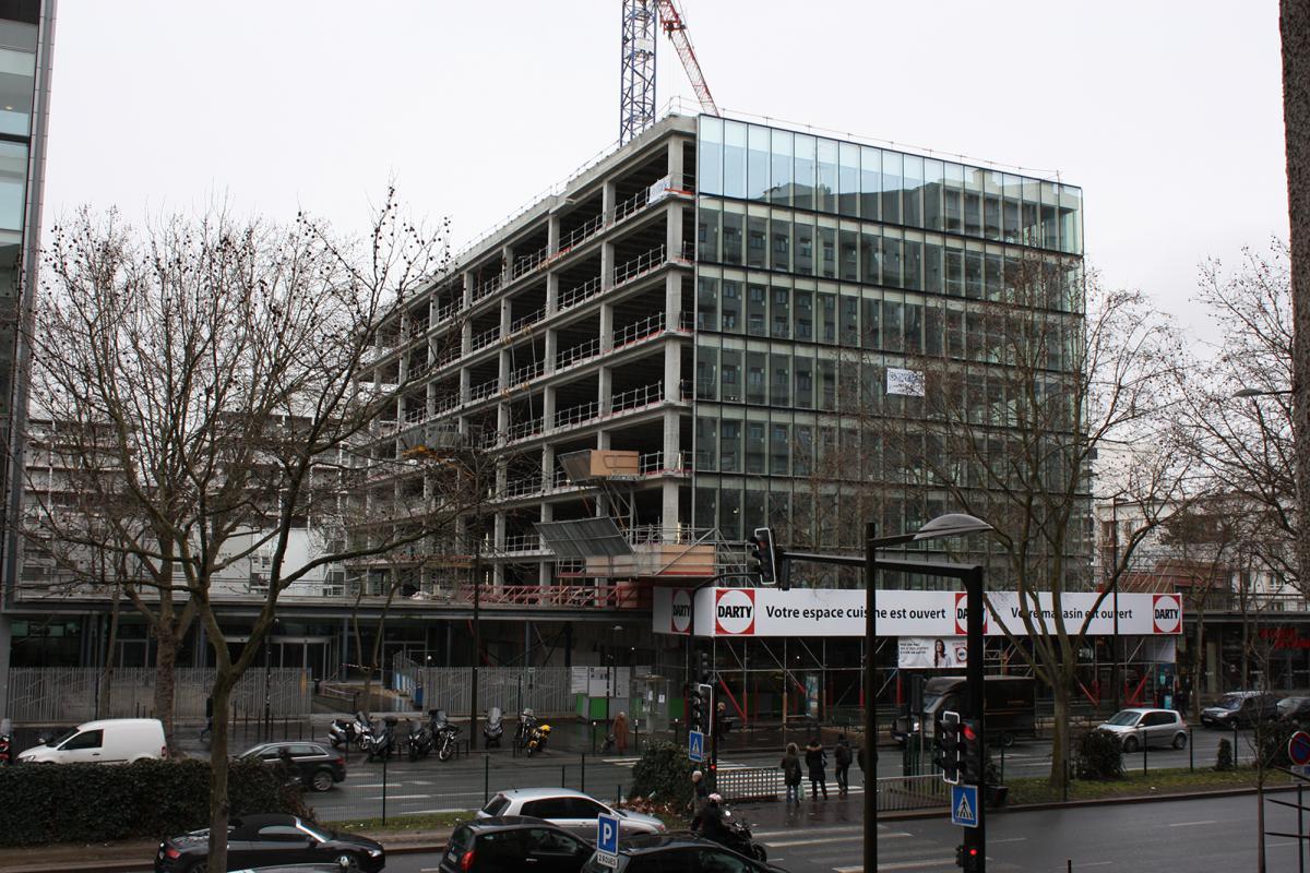 Les façades bloc en cours de pose.