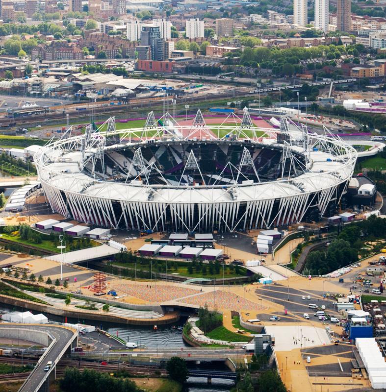 La passerelle et le stade olympique