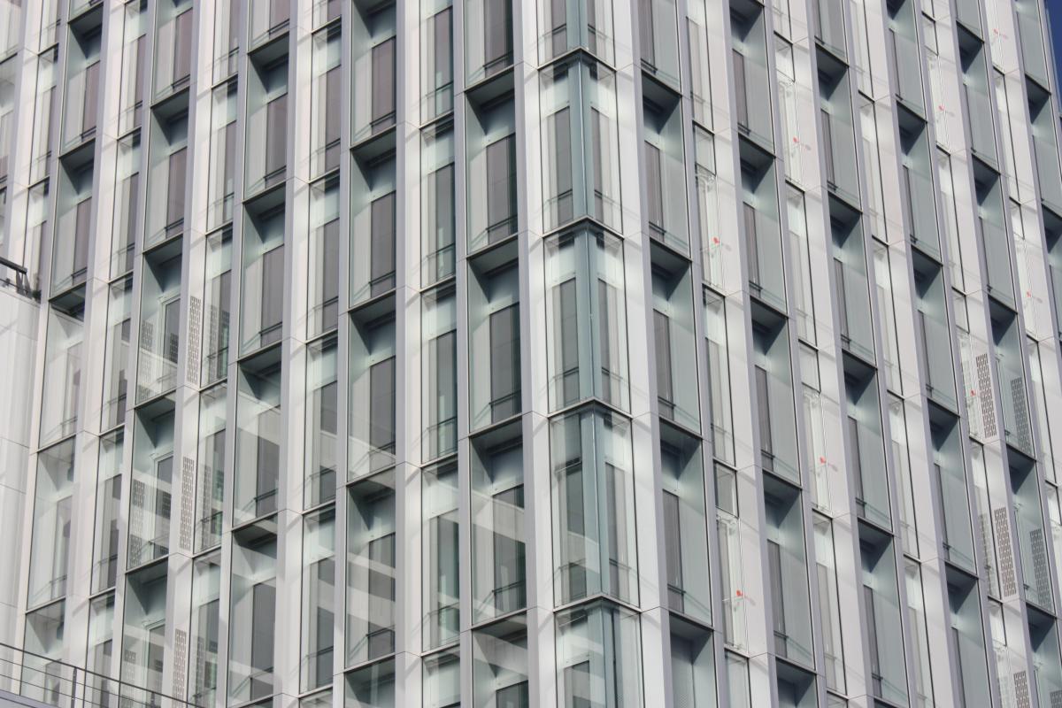 Angle de la façade verticale.