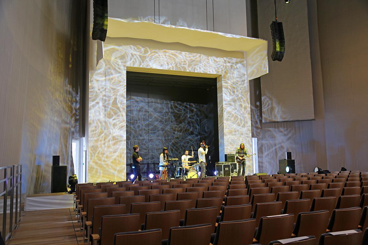 Concert sonorisé dans l'auditorium de la Fondation Louis Vuitton.