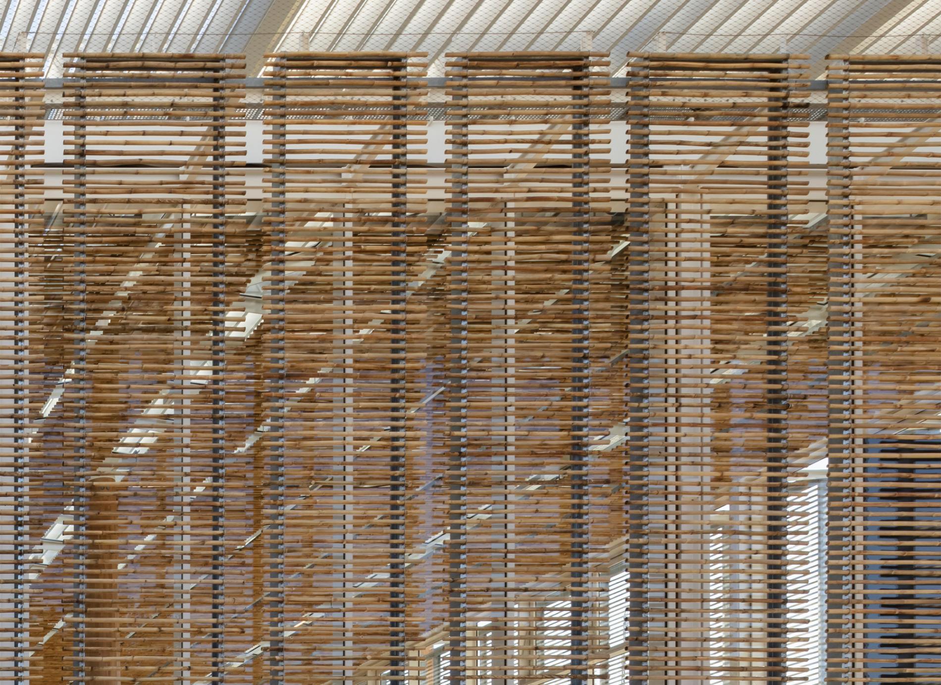 Façades de la nouvelle gare de Nîmes-Pont du Gard
